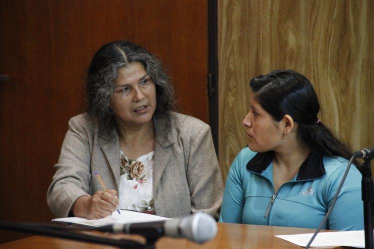 Reina 8 - con Frida durante el juicio - créditos Archivo Comisión Provincial por la Memoria.JPG